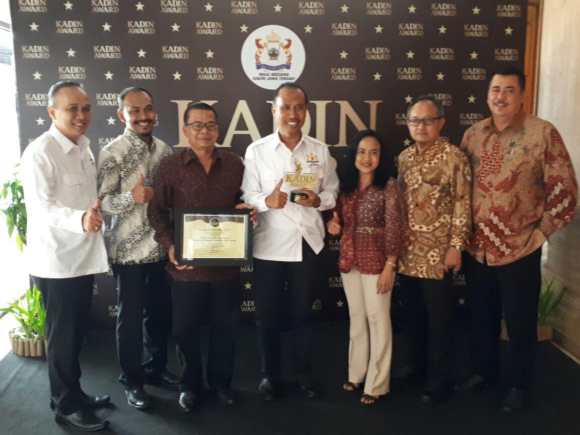 DPW ALFI/ILFA Jateng & DIY menerima penghargaan dari KADIN kategori Pelayanan Jasa Terbaik