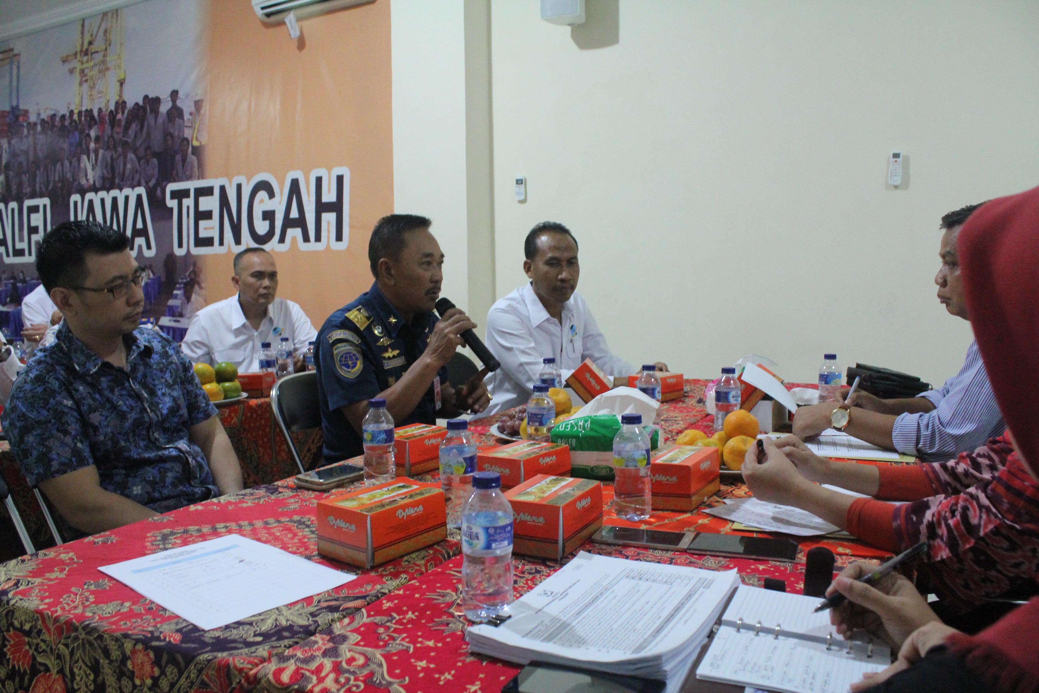 wawancara oleh kepala KSOP Kelas 1 tj Emas Semarang dalam rangka mempersiapkan KADIN AWARD 2017